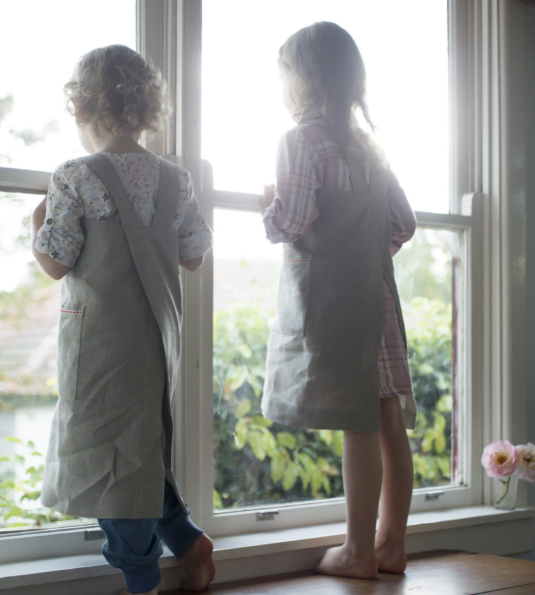 CHILDREN'S LINEN APRON